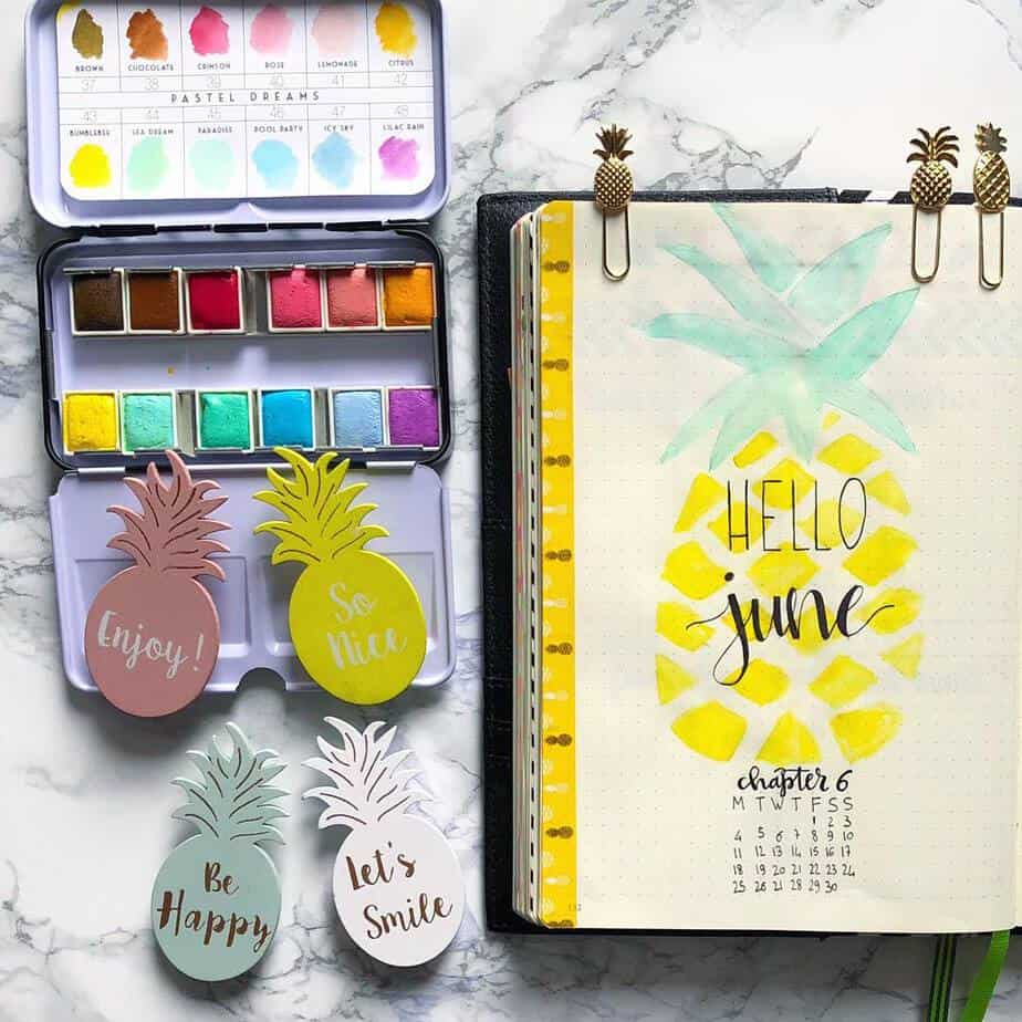 Bullet Journal Theme Ideas: The Ultimate List, spread by @robys_bujo | Masha Plans