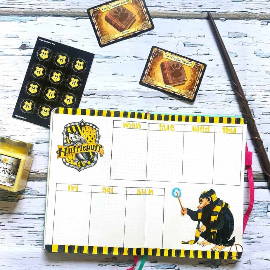 Harry Potter Bullet Journal Theme Inspirations - weekly spread by @debjanicreates | Masha Plans