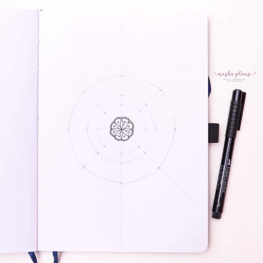 How To Draw & Use Mandalas In Your Bullet Journal - start from center | Masha Plans