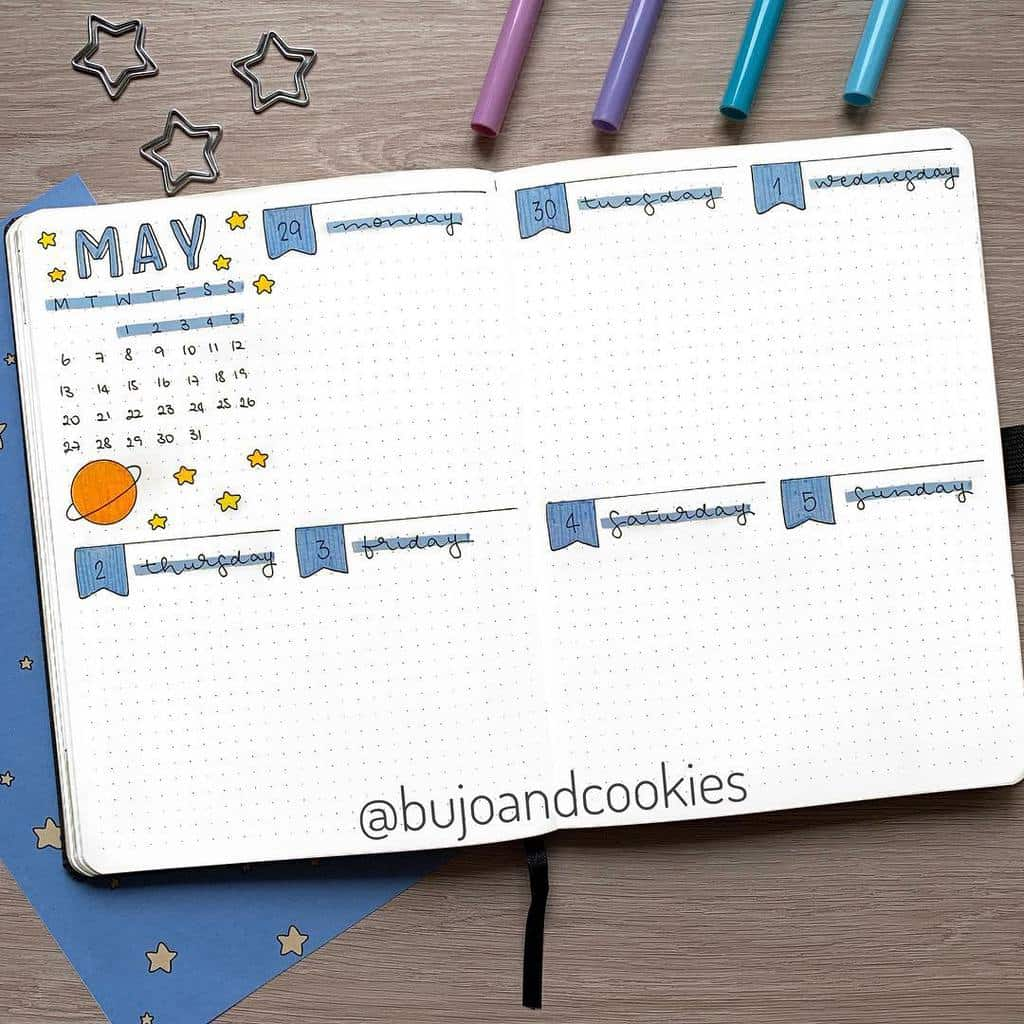 Space and Galaxy Bullet Journal Theme Inspirations - weekly spread by @bujoandcookies | Masha Plans