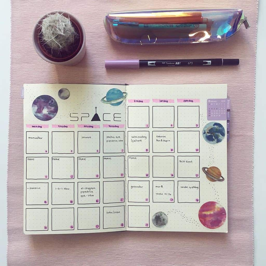 Space and Galaxy Bullet Journal Theme Inspirations - monthly log by @fishmint.dk | Masha Plans