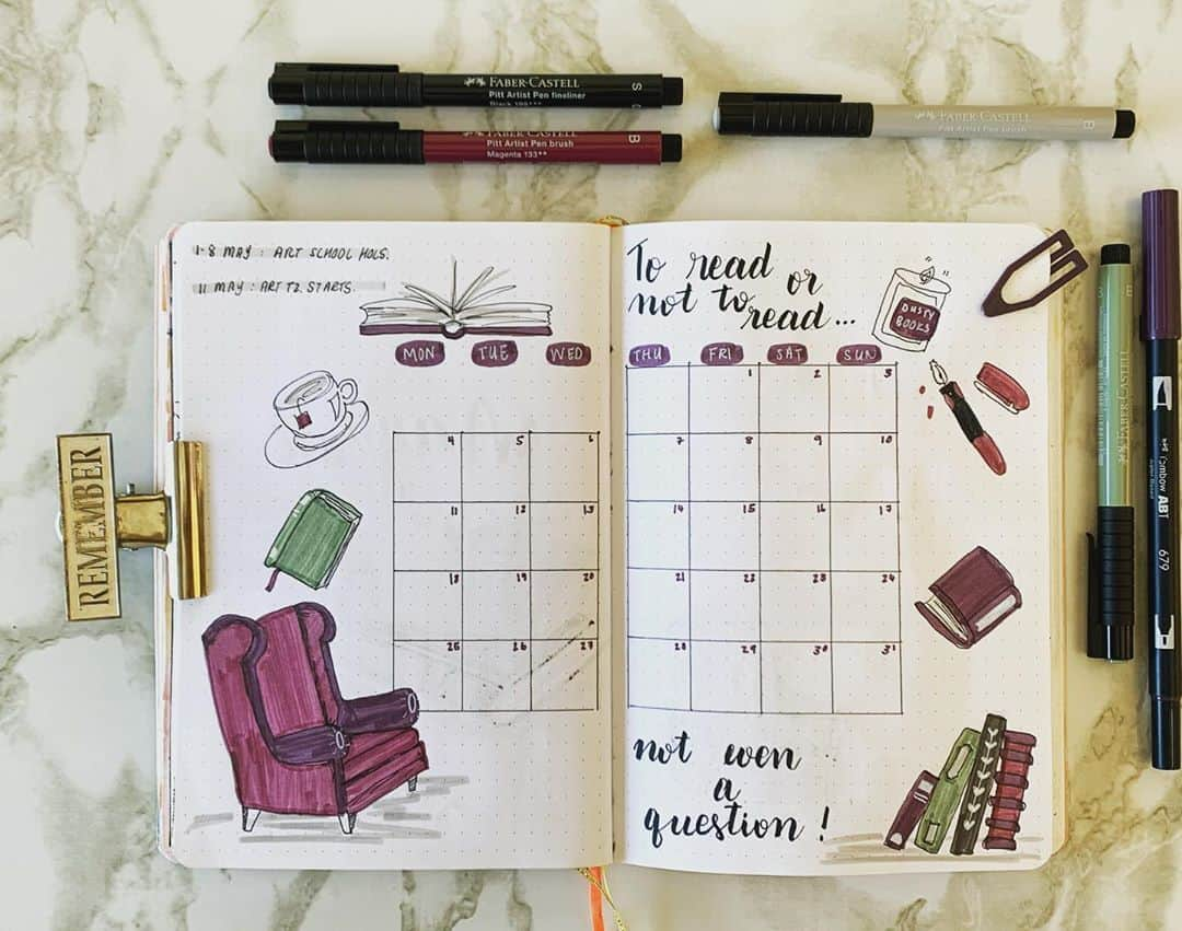 Book Bullet Journal Theme Ideas And Inspirations - monthly log by @chronically_creative_ | Masha Plans