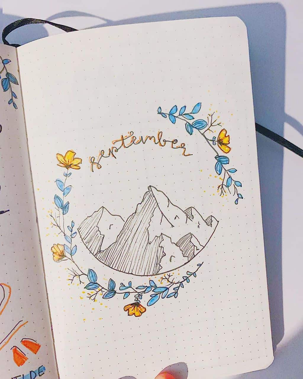 Fall Bullet Journal Theme Inspirations - cover page by @journalsbykira | Masha Plans