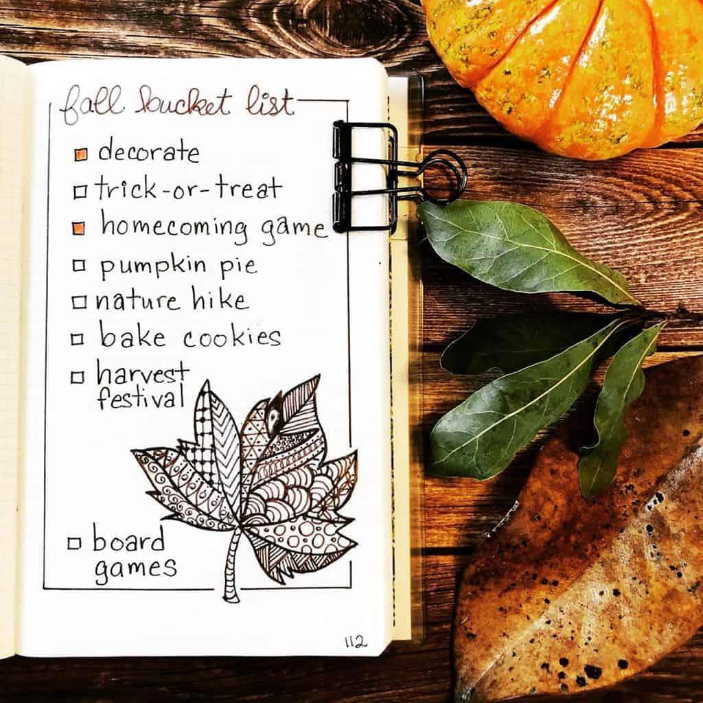 31 Fall Bucket List ideas and Bullet Journal Inspirations - spread by @lifeofajugglingmom   Masha Plans