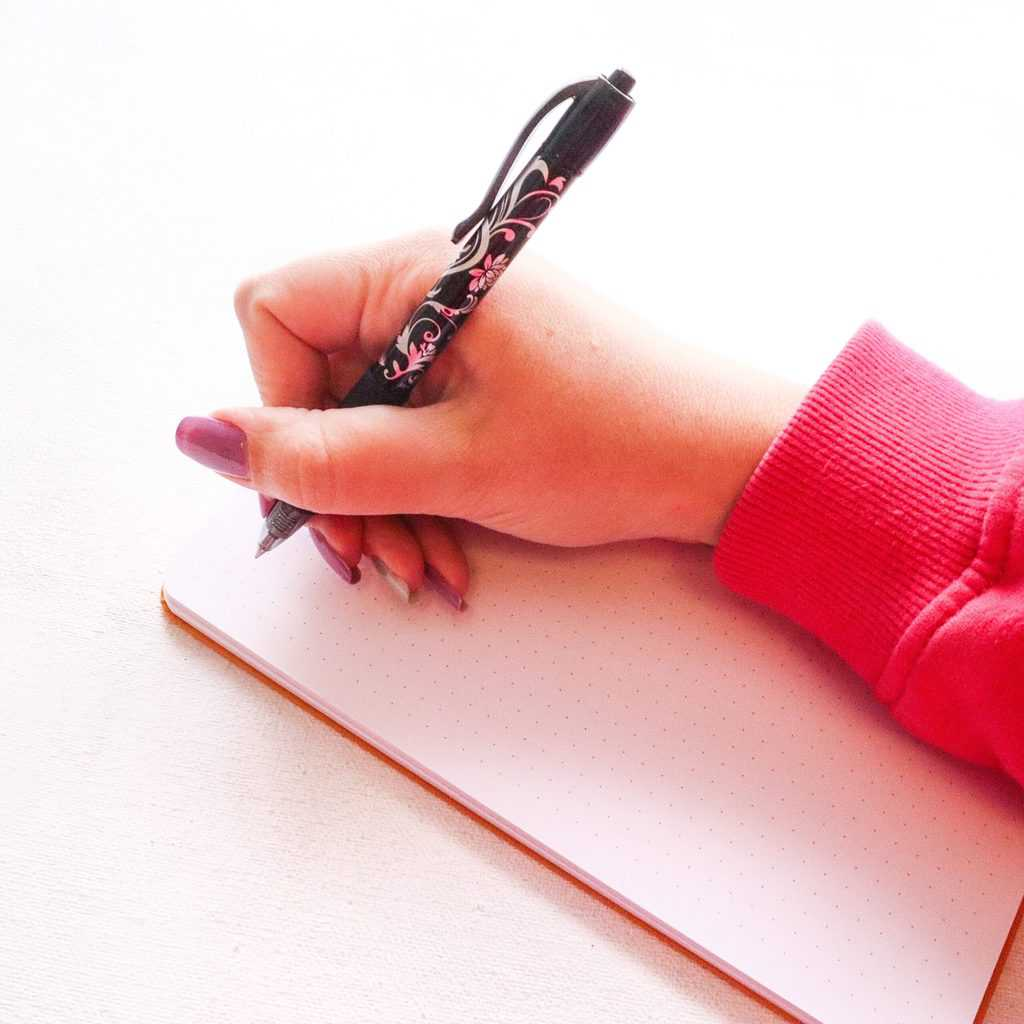 Simple Tricks To Improve Your Handwriting, adjust your grip | Masha Plans